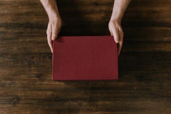 Moet een schenking per se schriftelijk worden vastgelegd? En wat is inbreng van een schenking eigenlijk? | Trip Notarissen Almere